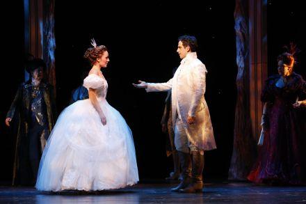 Laura_Osnes_and_Santino_Fontana_performing_Broadway's_Cinderella_2